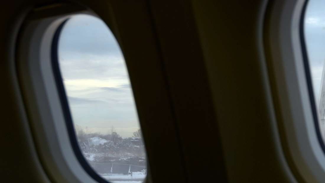 Der Blick aus dem Flugzeugfenster versetzte Passagiere in Panik. (Symbolbild)
