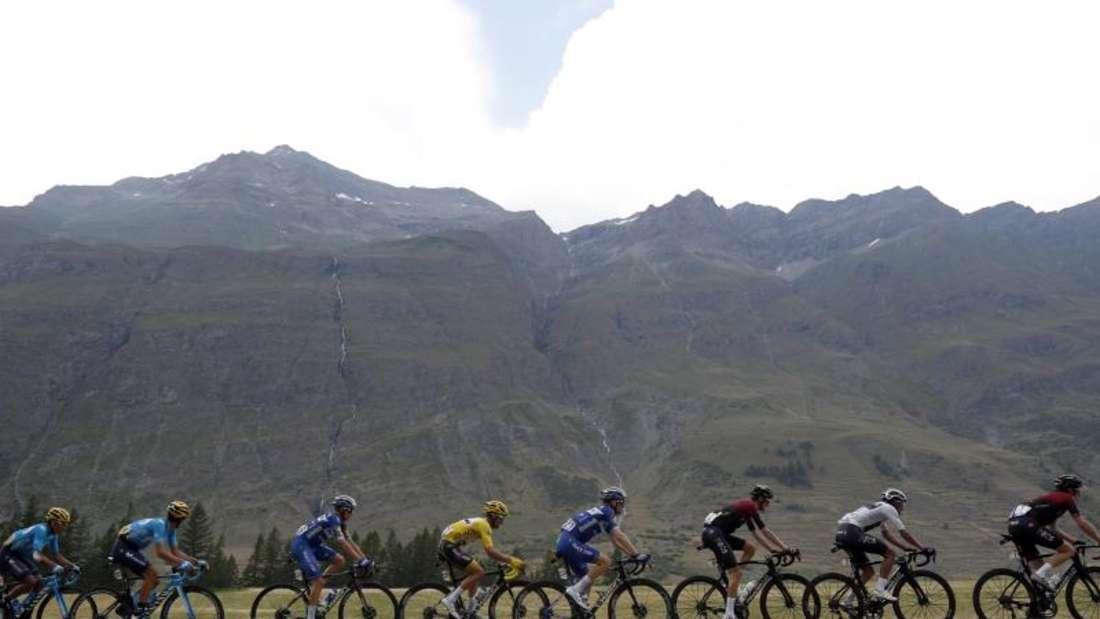 Die 19. Etappe der 106. Tour de France wurde vorzeitig abgebrochen. Foto: bThibault Camus/AP
