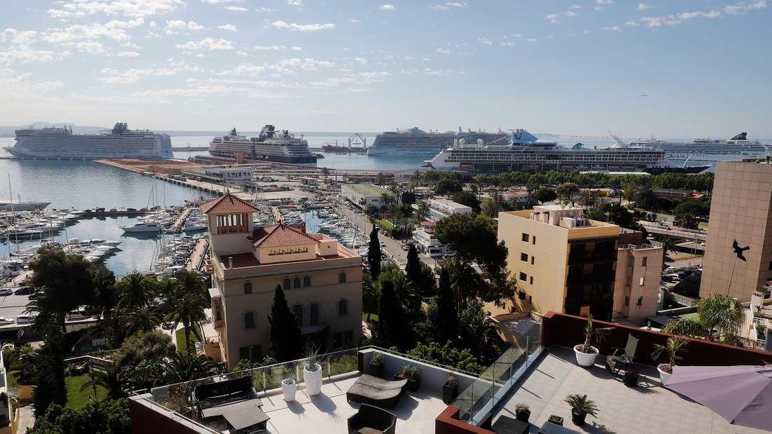 Bis zu acht Kreuzfahrtschiffe legen pro Tag im Hafen von Palma de Mallorca an. Zu viel?