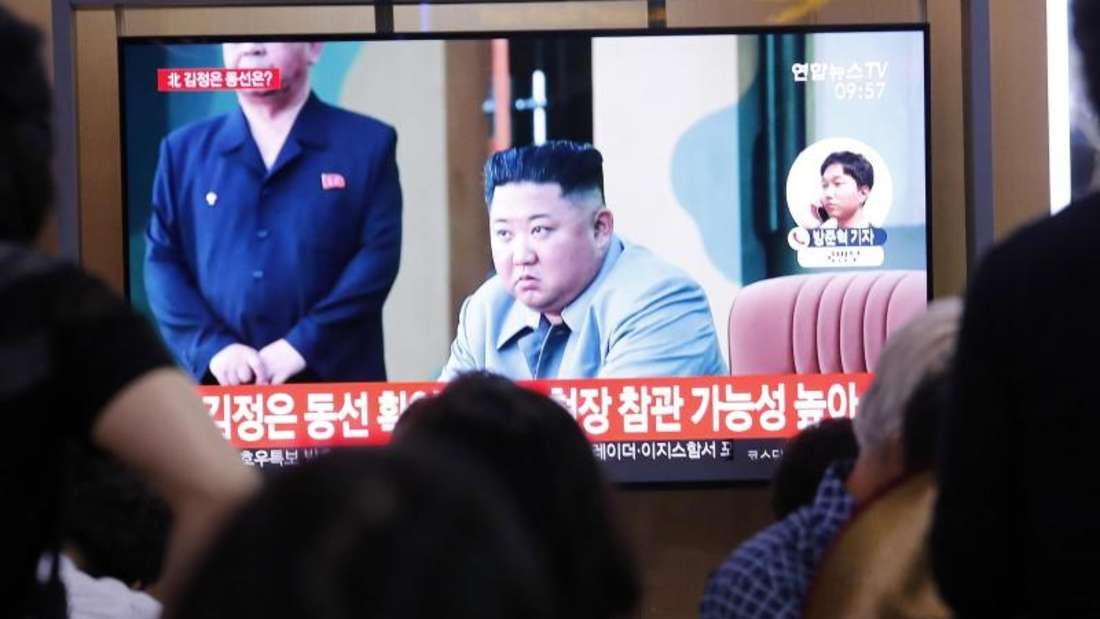 Nordkoreas Machthaber Kim Jong Un überwachte den Start der Raketen laut Staatsmedien persönlich. Foto: Ahn Young-Joon/AP