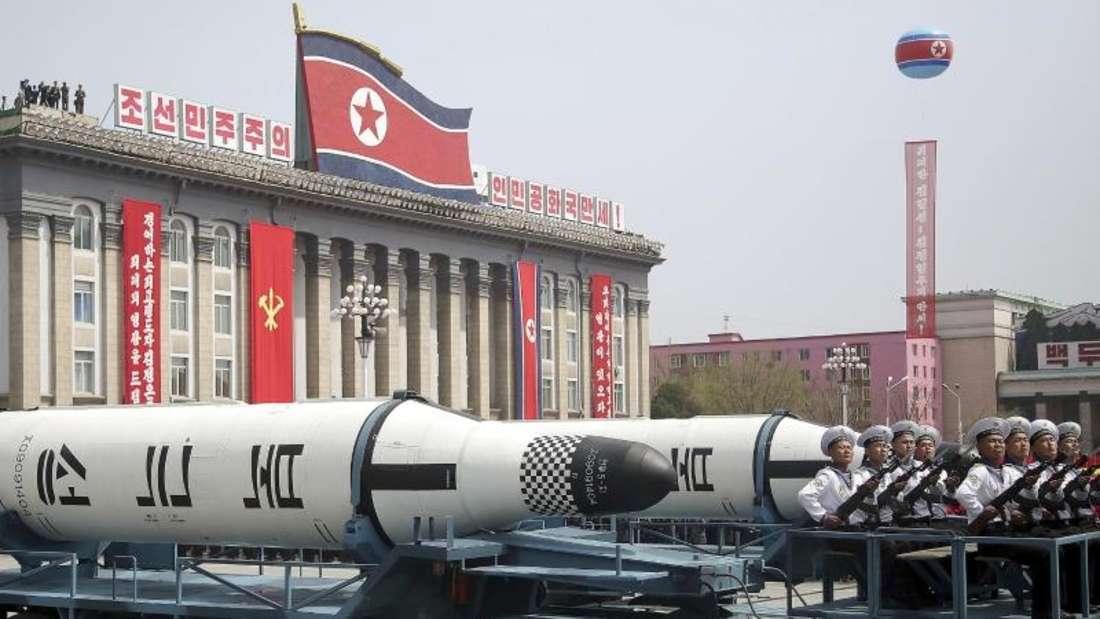 Ballistische Raketen bei einer Militärparade in Pjöngjang. Foto: Wong Maye-E