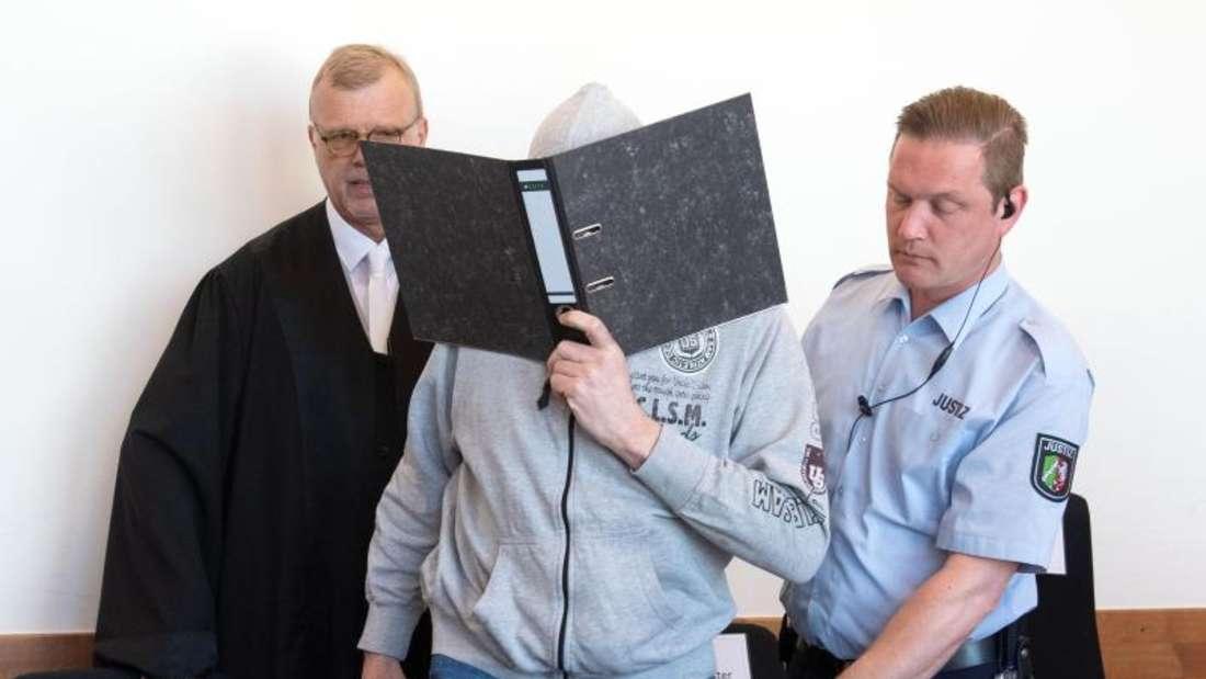 Andreas V. wird vorgeworfen, in seinem Wohnwagen auf einem Campingplatz in Lügde jahrelang Kinder missbraucht zu haben. Foto: Bernd Thissen