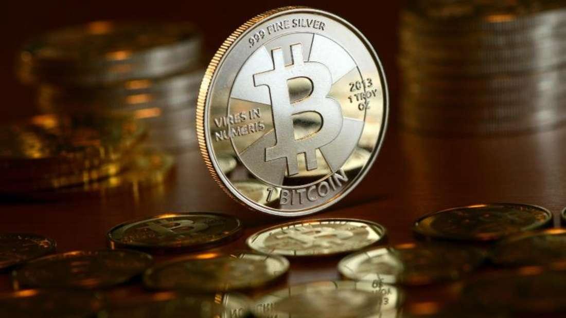 Auch Anbieter zur Verwahrung, Verwaltung und Sicherung von Kryptowährungen wie Bitcoins werden verpflichtet, Verdachtsfälle zu melden. Foto:Jens Kalaene