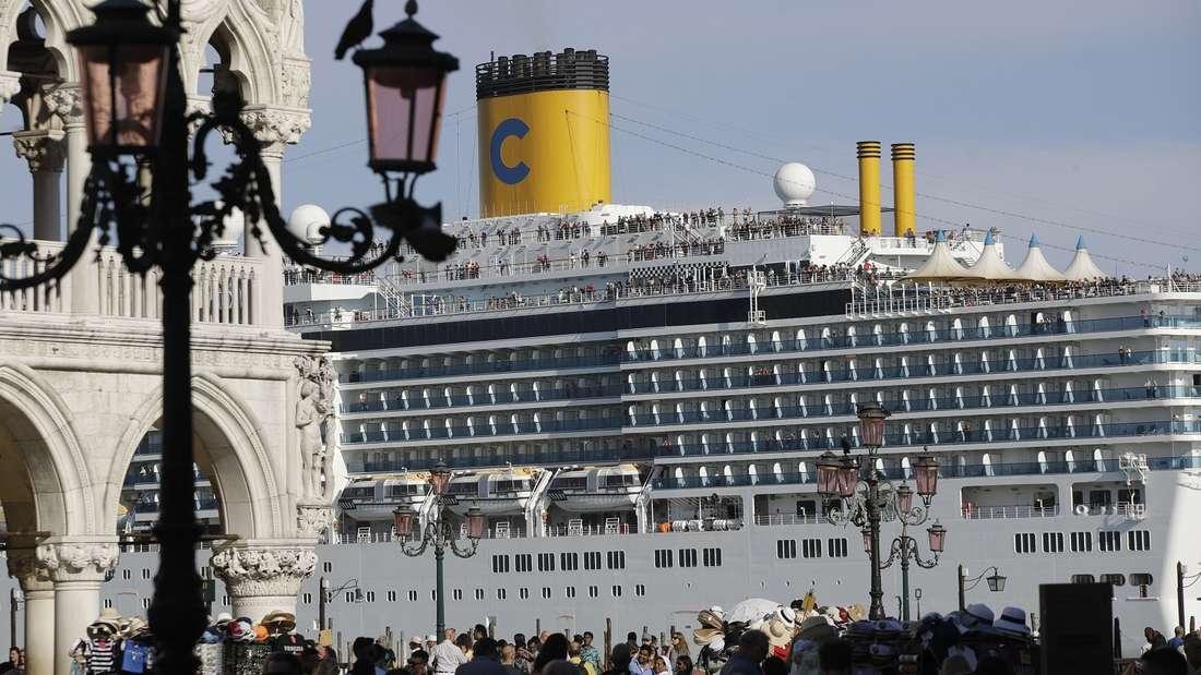 Kreuzfahrtschiff «Costa Deliziosa» in Venedig.