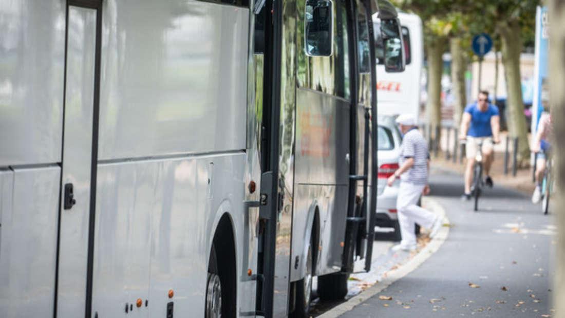 Ein Reisebus wies zahlreiche Mängel auf. (Symbolbild)