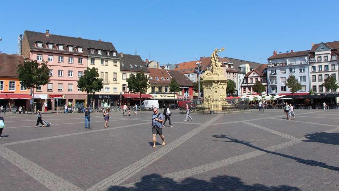 Der Mannheimer Marktplatz an einem Sommertag.