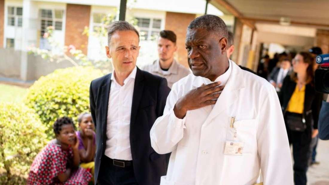 Außenminister Heiko Maas und Denis Mukwege besichtigen das Krankenhaus des Friedensnobelpreisträgers. Mukwege setzt sich für Mädchen und Frauen ein, die Opfer sexualisierter Kriegsgewalt wurden. Foto: Kay Nietfeld