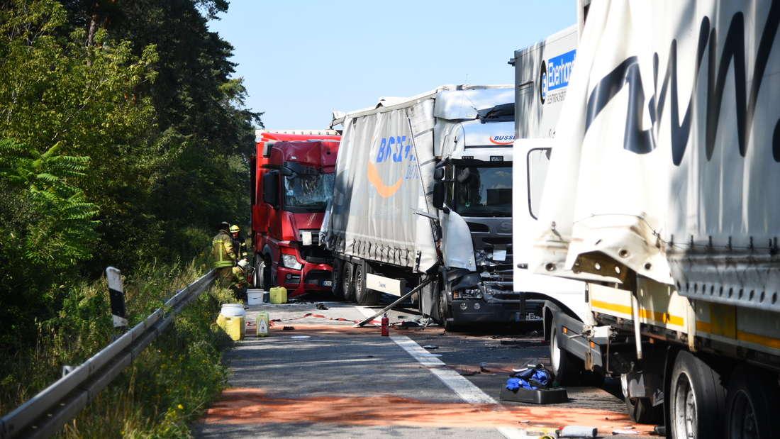 Schwerer Unfall auf der A6 zwischen mehreren Lkw.