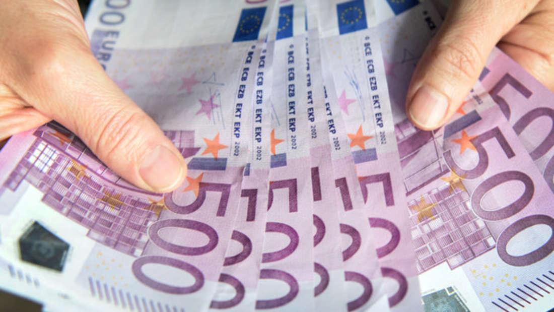 Peinlich, peinlich: Ein Paar sitzt jetzt in der Schuldenfalle - weil es fremdes Geld verprasst hat. (Symbolbild)