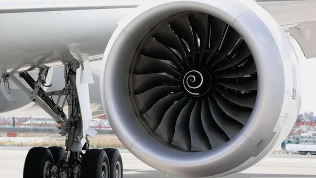 Triebwerke eines Flugzeugs. (Symbolbild)