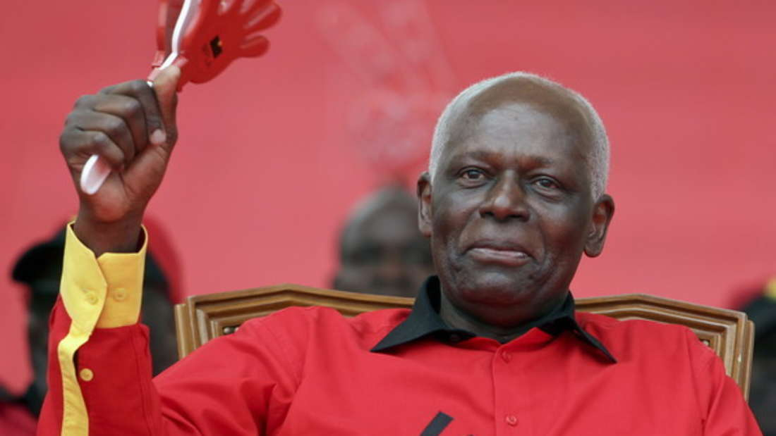 Der frühere Ministerpräsident von Angola gilt als einer der reichsten afrikanischen Staatsführer (1979-2017). Während sein Volk in Armut lebte, sollen sich Jose Eduardo dos Santos und seine Familie bereichert haben. Sein geschätztes Vermögen: 20 Milliarden Dollar (etwa 18 Milliarden Euro).