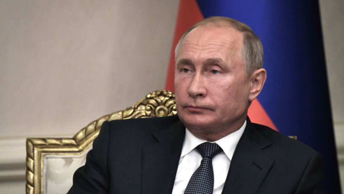 Wladimir Putin ist nicht nur seit Jahren der russische Präsident, sondern soll auch über ein stolzes Vermögen von über 206 Milliarden Dollar (circa 185 Milliarden Euro) verfügen. Das Geld liegt angeblich bei diversen Banken im Westen.