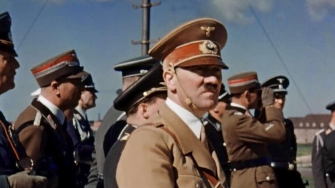 Er gilt als der schlimmste Diktator aller Zeiten: Adolf Hitler. So führte er sein Land nicht nur in einen furchtbaren Krieg, sondern soll das Deutsche Reich um Millionen betrogen haben. Laut Medienberichten verfügte er über ein Vermögen von 1,1 Milliarden Reichsmark. Das entspricht heute 6,5 Milliarden Dollar oder auch fast sechs Milliarden Euro.