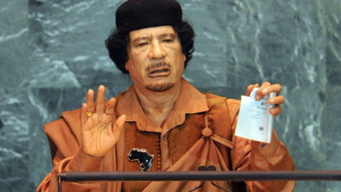 Platz 1: Die zweifelhafte Poleposition ergatterte Muammar al-Gaddafi mit einem geschätzten Vermögen von circa 200 Milliarden Dollar (etwa 178 Milliarden Euro). Gaddafi war von 1977 bis 2011 an der Macht. Das Geld soll aus dubiosen Ölgeschäften seines Landes Libyen stammen.