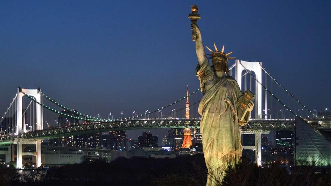 Japan: Die Freiheitsstatue in Odaiba.