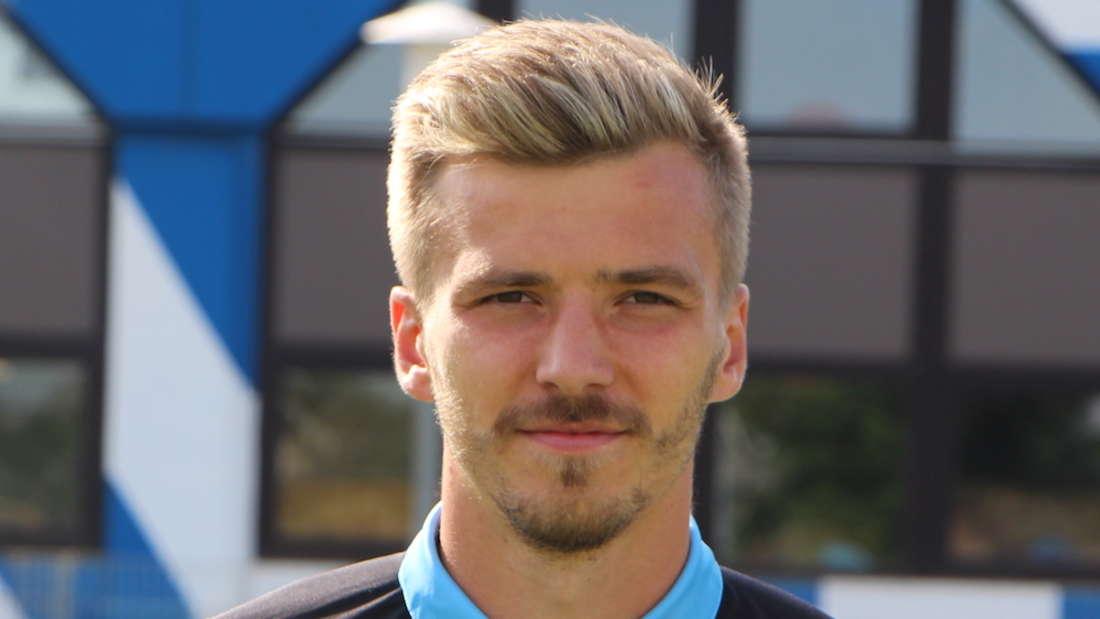 Der Flügelstürmer vom SV Waldhof Mannheim erzielt gegen den KFC Uerdingen ein Traumtor.