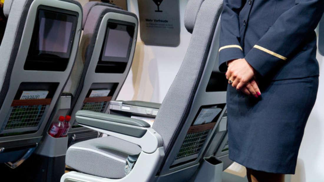 Eine Stewardess zeigte eine Geste der Herzlichkeit. (Symbolbild)