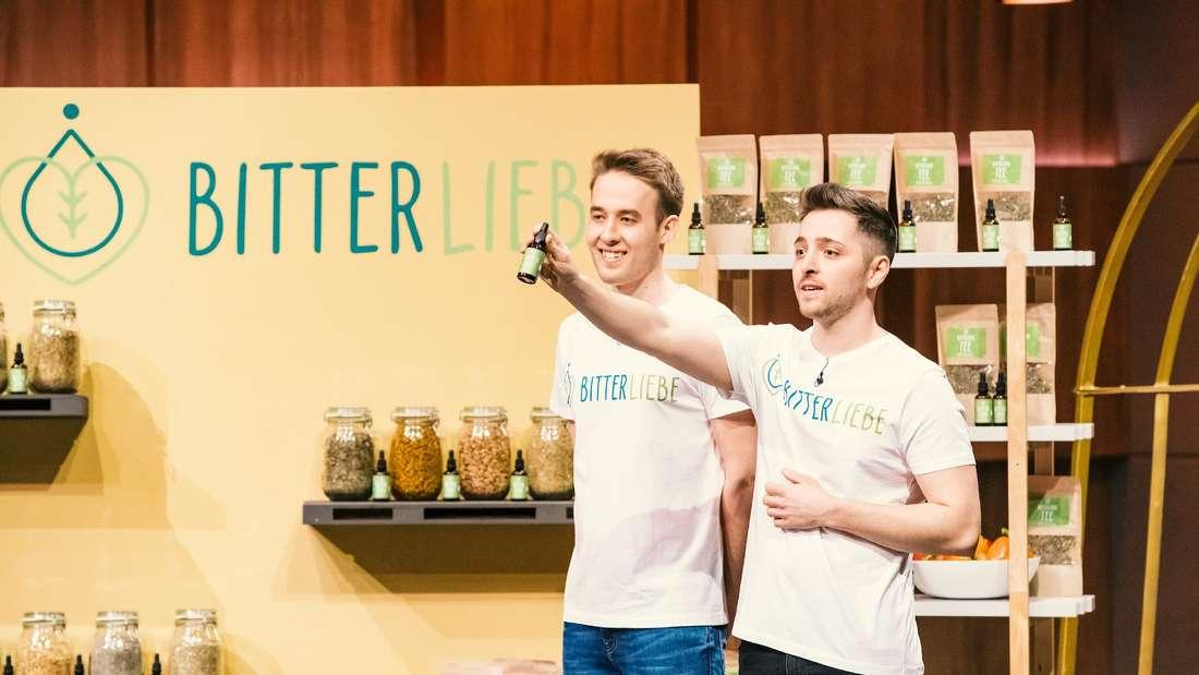 Jan (links) und Andre (rechts) wollen das Unternehmen BitterLiebe ganz groß herausbringen.