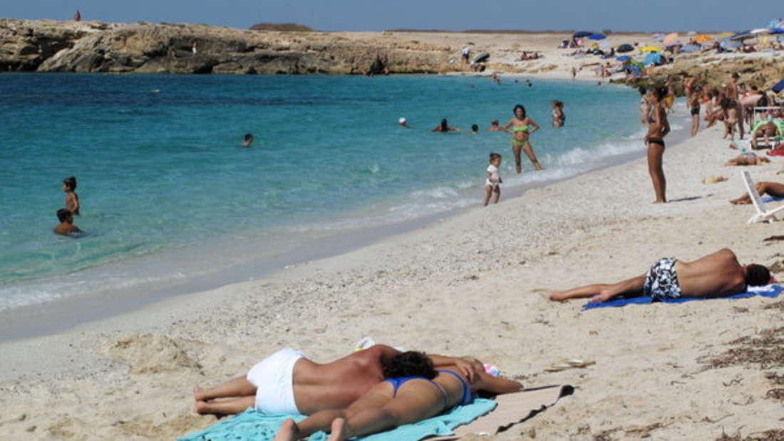Sardinien ist jedes Jahr Anziehungspunkt für unzählige Touristen - doch einige bleiben auf dem Weg zum Traumstrand im Sand stecken.
