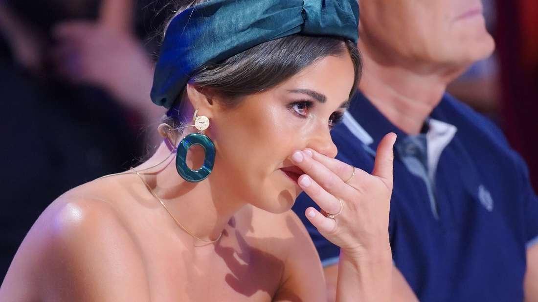 """Sarah Lombardi kann ihre Tränen bei diesem""""Das Supertalent""""-Auftritt nicht zurückhalten."""
