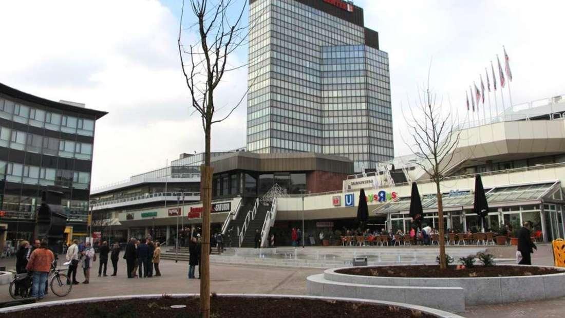 Das Rathaus-Center Ludwigshafen ist 1979 eröffnet worden und beherbergt neben einemEinkaufszentrum das Rathaus der Stadt.