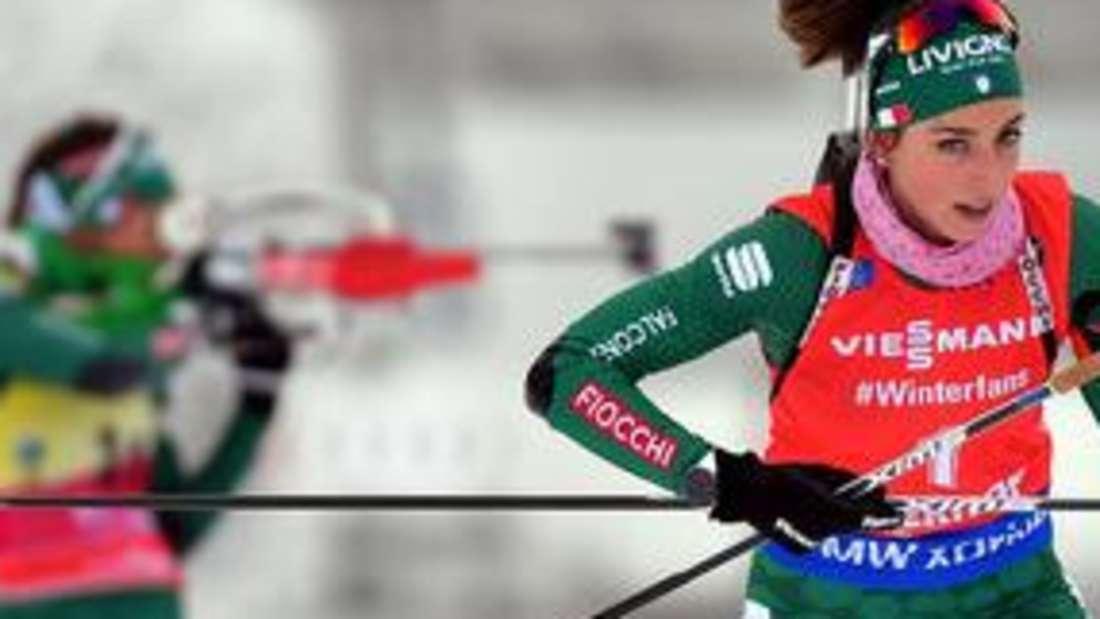 Biathlon: Lisa Vittozzi aus Italien musste sich ihrer Landsfrau Dorothea Wierer (im Hintergrund) im Vorjahr nur knapp geschlagen geben.