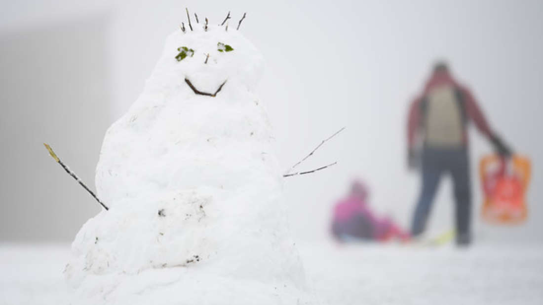 In einigen Teilen Deutschlands ist bereits der erste Schnee gefallen. Das hat sich jetzt eine Familie zunutze gemacht. (Symbolbild)