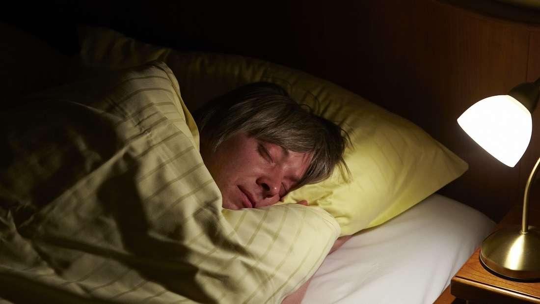 Eltern leiden unter chronischem Schlafmangel.