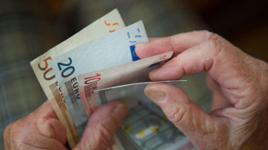 Wie viel Geld bleibt mir im Alter? So können Sie Lücken im Rentenbescheid prüfen.