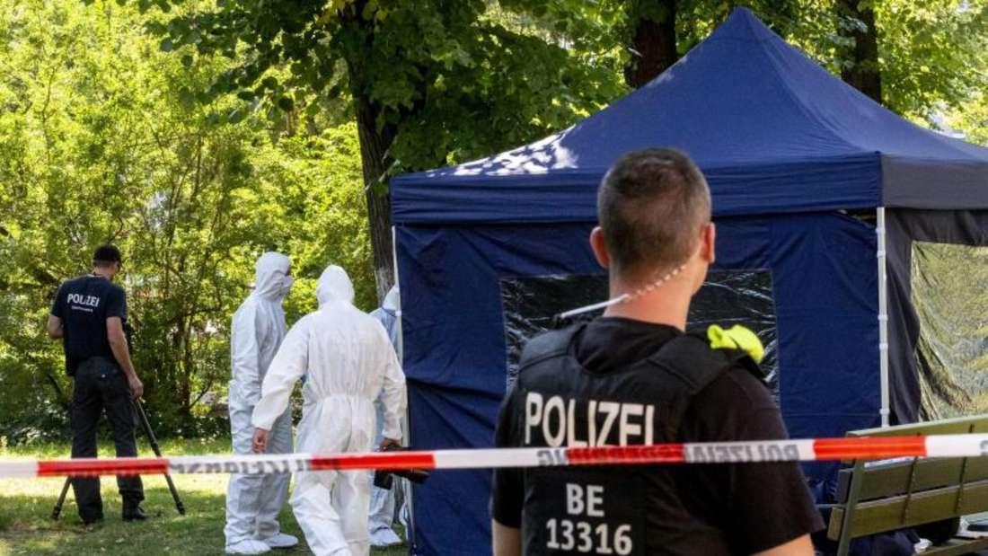 Spurensicherung am Tatort: Der 40 Jahre alte Georgier war im August in einem Berliner Park erschossen worden. Foto: Christoph Soeder/dpa