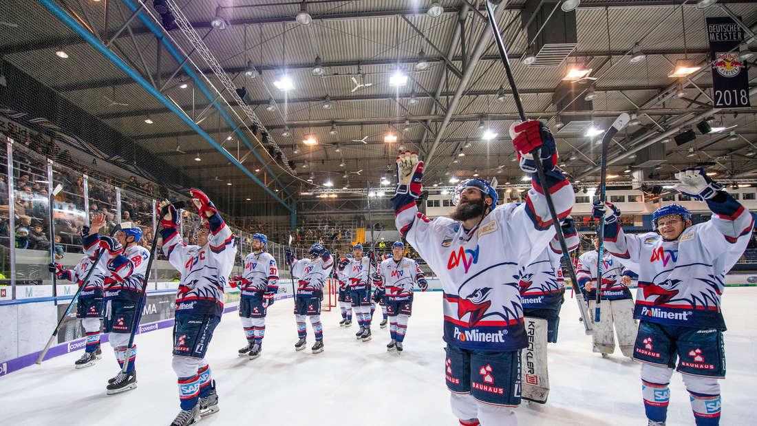 Die Adler Mannheim gewinnen beim EHC Red Bull München (Archivfoto).