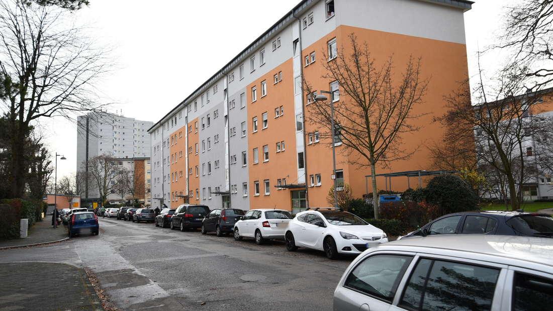 Polizei erscheint Angreifer in Mannheim Waldhof Darmstadter Straße.