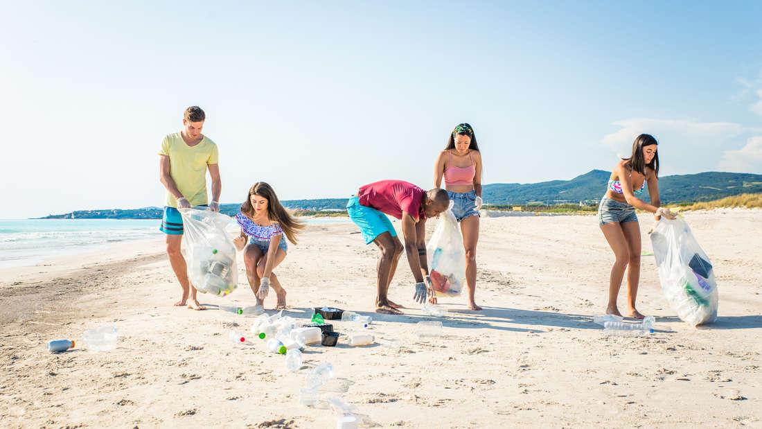 Warum nicht mal Plastik sammeln im Urlaub?