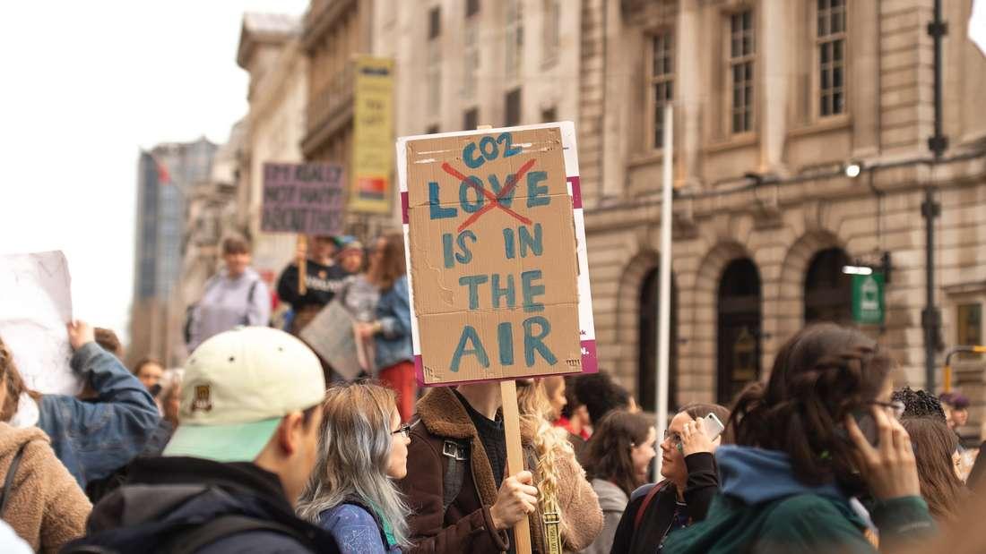 Immer mehr Menschen gehen für das Thema Nachhaltigkeit auf die Straße.