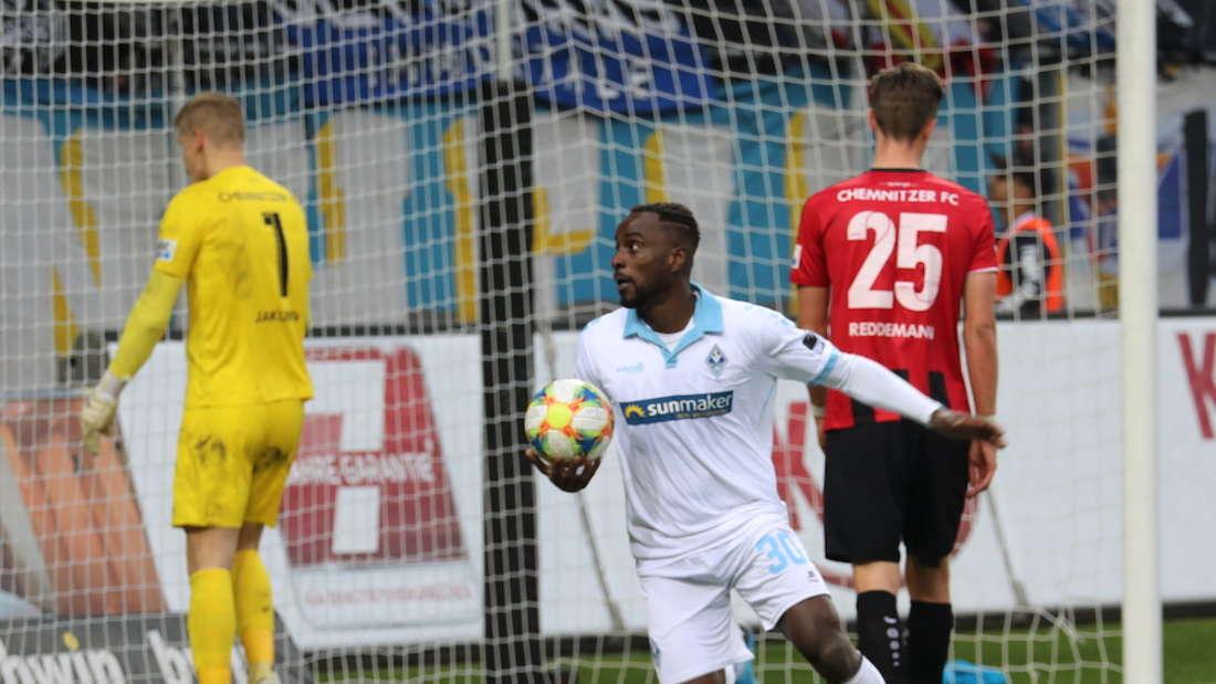 Kevin Koffi bejubelt sein Tor zum 4:3-Sieg gegen Chemnitz.