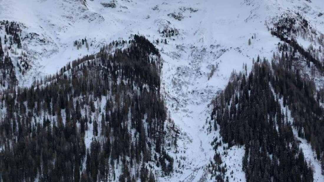 Schnee liegt an einem Hang im Verwallgebirge. Bei dem Lawinenabgang in Tirol in Österreich ist ein Mann aus Deutschland gestorben. Foto: Zeitungsfoto.At/Daniel Liebl/APA/dpa