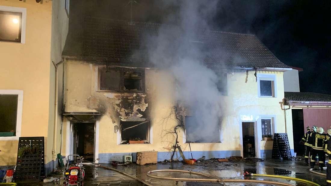 Brand zerstört komplettes Wohnhaus in Worms.