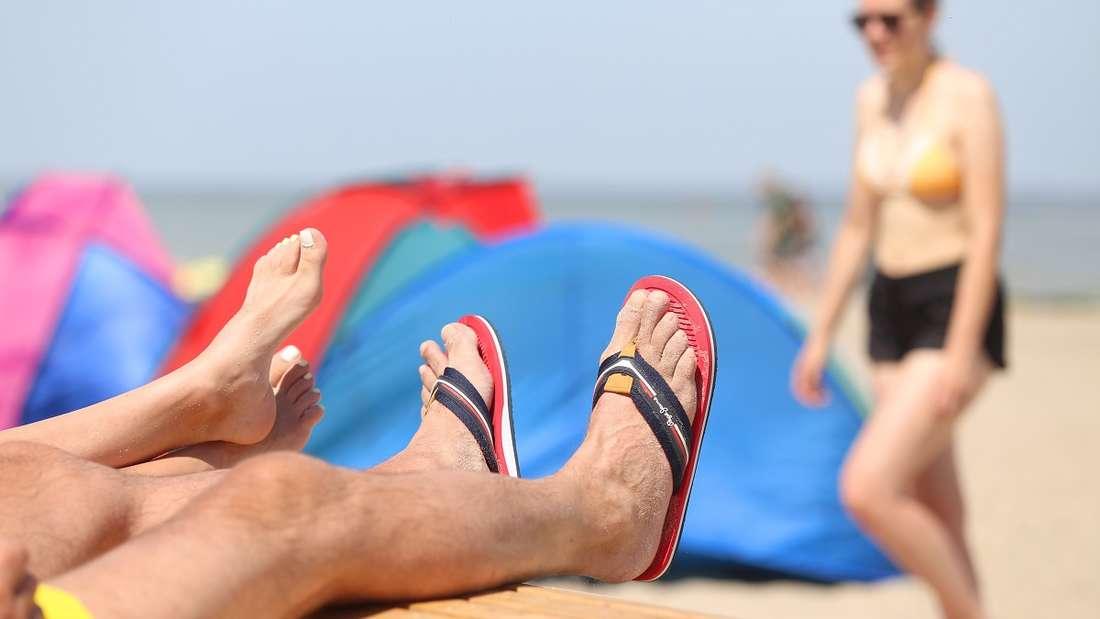 Sonnencreme und Strand gehören für viele zusammen. Doch an einigen Stränden dürfen Sie nur noch bestimmte Sonnenschutzmittel verwenden.