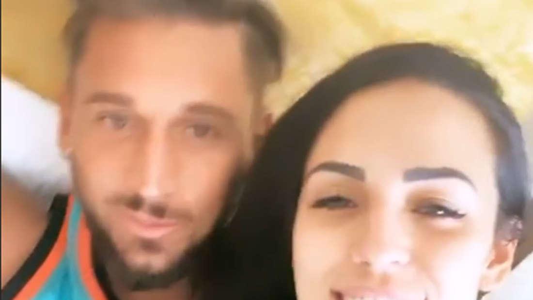 Nach ihrem Dschungelcamp-Auszug filmt Elena Mitas sich im Bett mit Freund Mike Heiter.