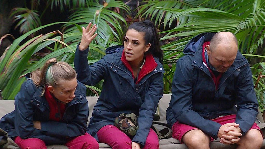 """""""Ich warte auf den Ring!"""", fordert Elena Miras im Dschungelcamp 2020."""