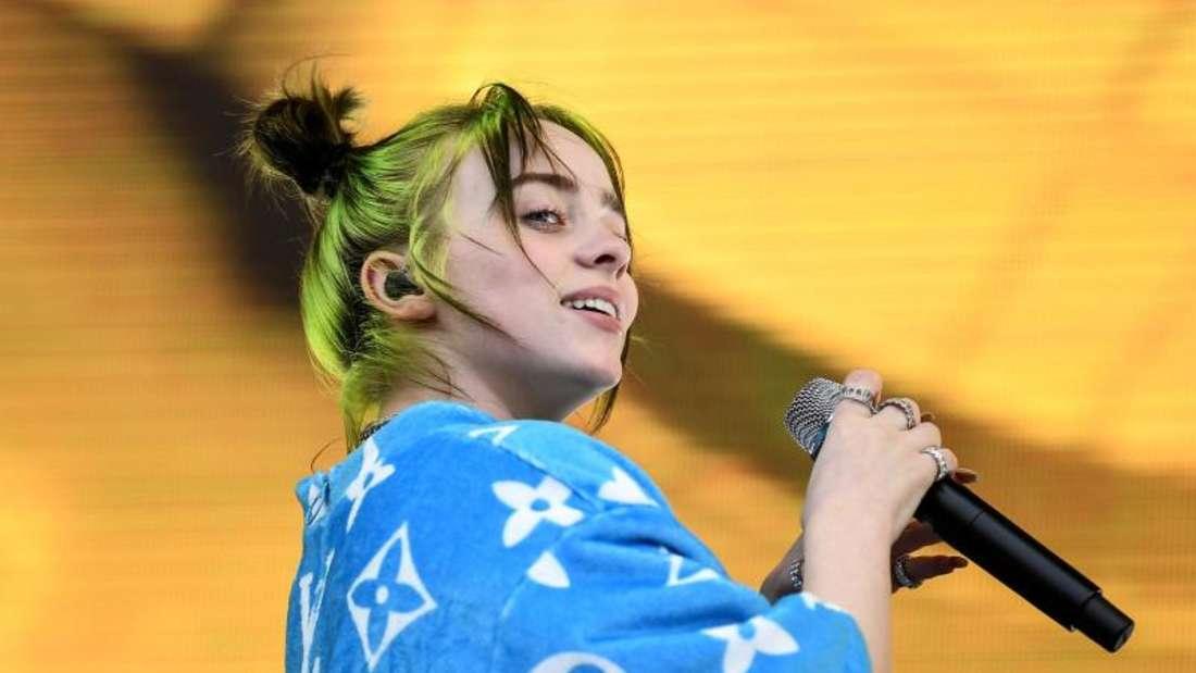 Die US-amerikanische Sängerin Billie Eilish steht 2019 beim Lollapalooza Festival Berlin auf der Bühne. Foto: Britta Pedersen/zb/dpa