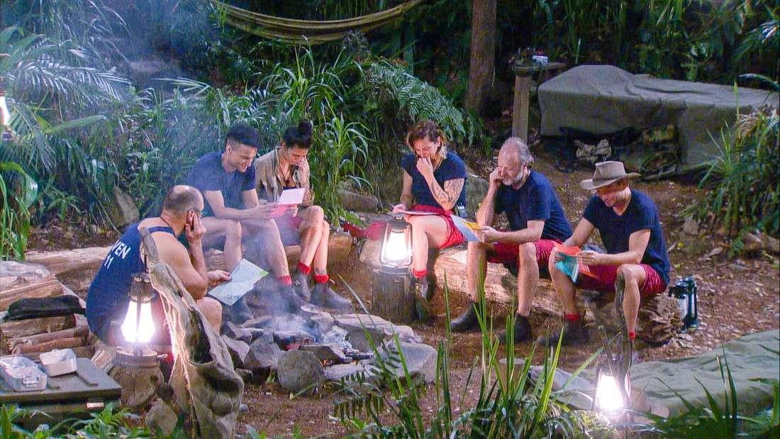 Dschungelcamp 2020: Die Stars bekommen am Lagerfeuer Post von ihren Liebsten.