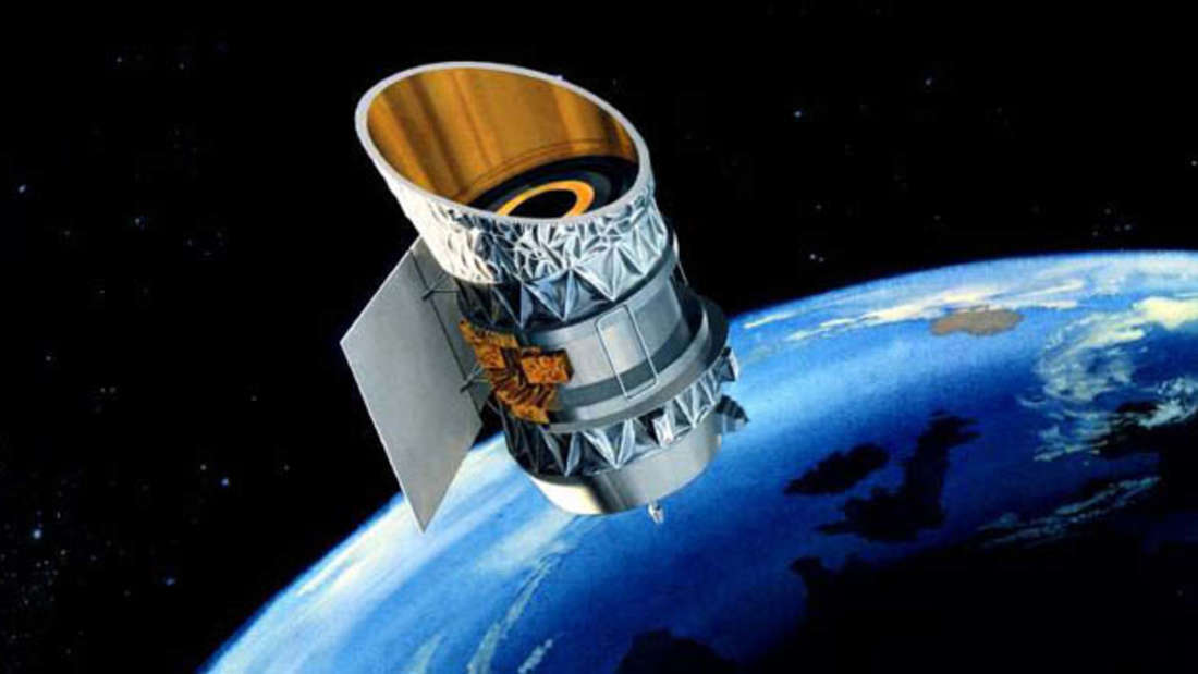 Das längst ausrangierte Nasa-Weltraumteleskop IRAS droht, mit einem inaktiven Spionagesatelliten im Erdorbit zu kollidieren. (künstlerische Darstellung)