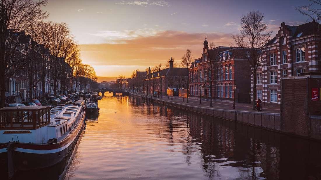Amsterdam - Zwischen Fahrrädern, Kanälen & bunten Häusern