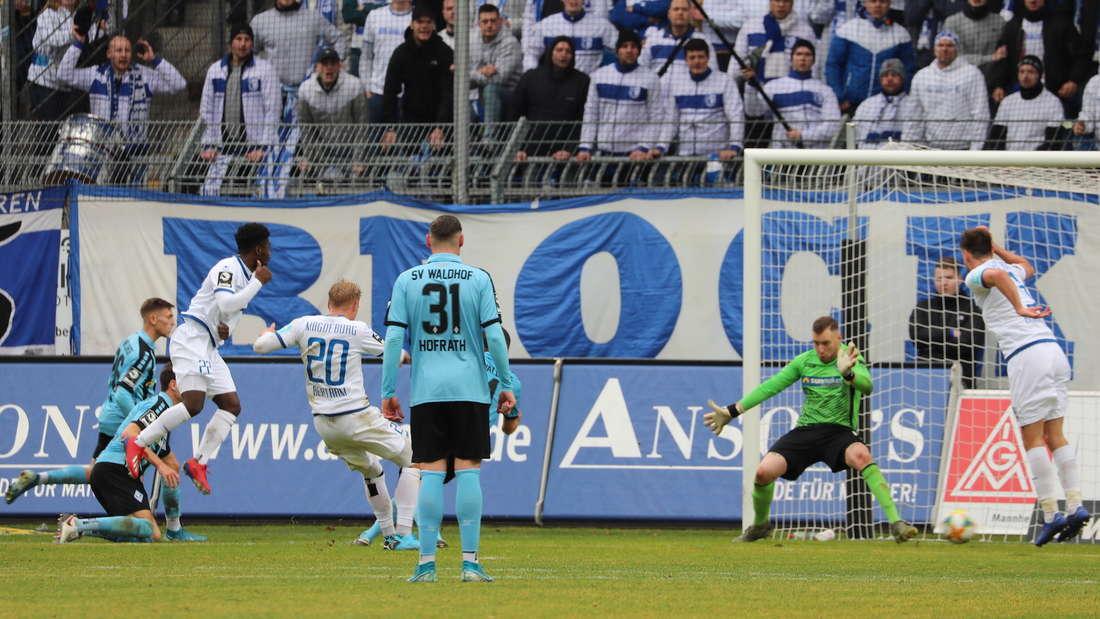 Der SV Waldhof Mannheim kassiert gegen Magdeburg erst spät den Ausgleich.
