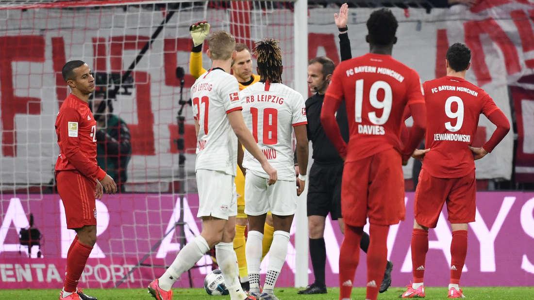 FC Bayern München - RB Leipzig: Das Spiel wurde von einem besonderen Trainer beobachtet.
