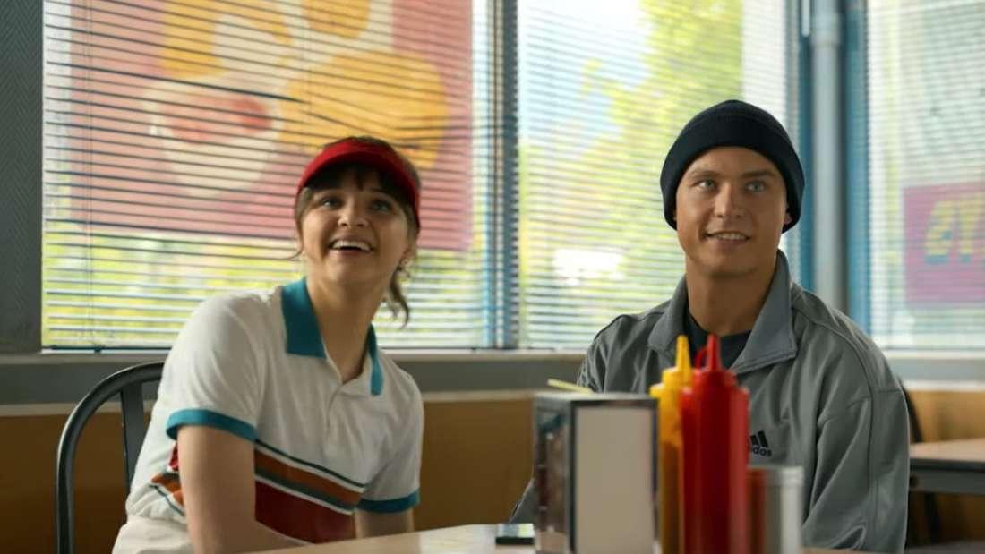 "Lisa Vicari (""Isi"") und Dennis Mojen (""Ossi"") im neuen Netflix-Film"