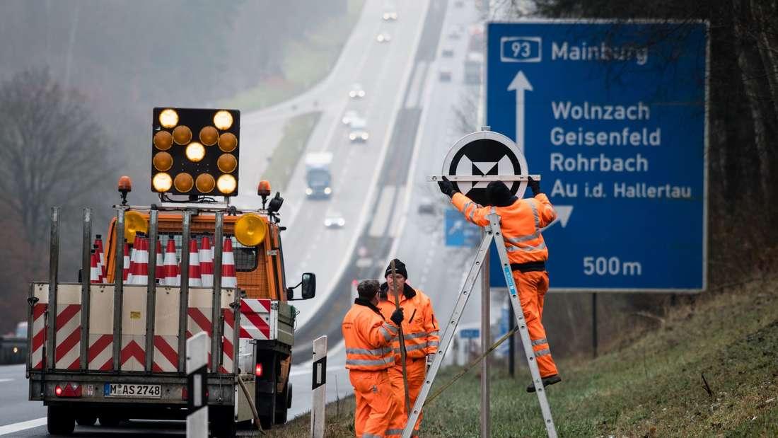 Pro Jahr sammeln die Autobahnmeistereien bis zu 7.000 Tonnen Müll auf.