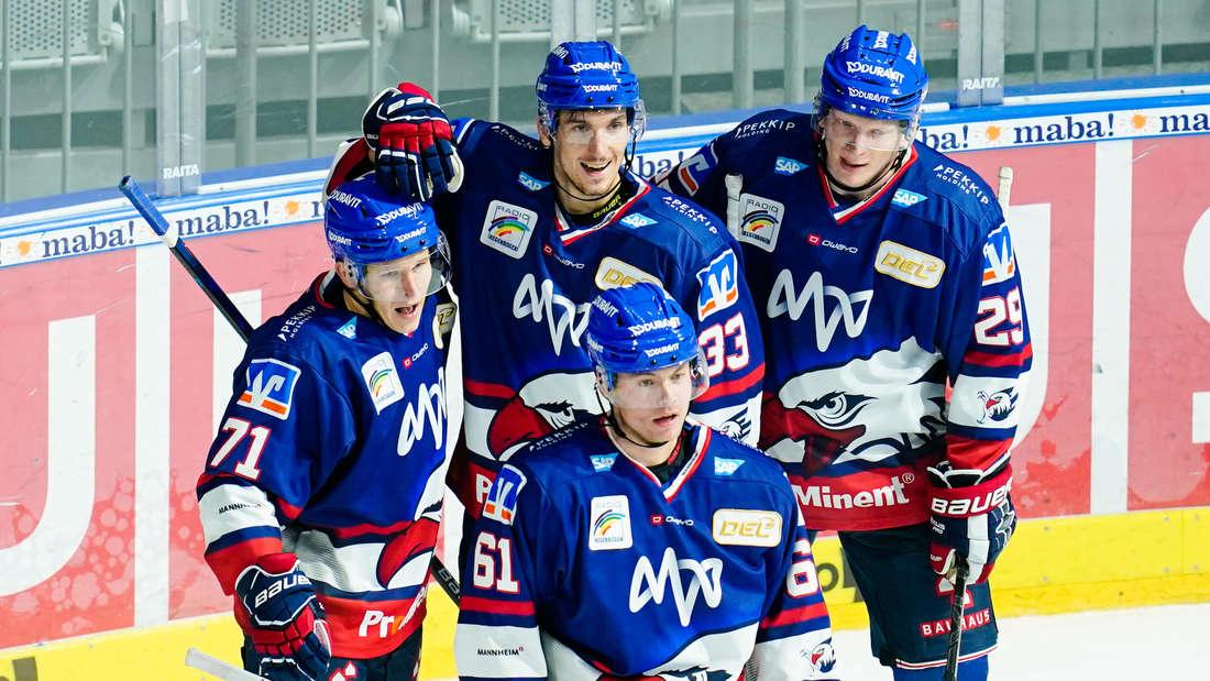 Die Adler Mannheim gewinnen gegen die Schwenninger Wild Wings.