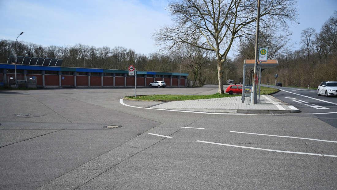 Am Stadion in Schwetzingen wird einmobiles Corona-Abstrichzentrum eingerichtet.